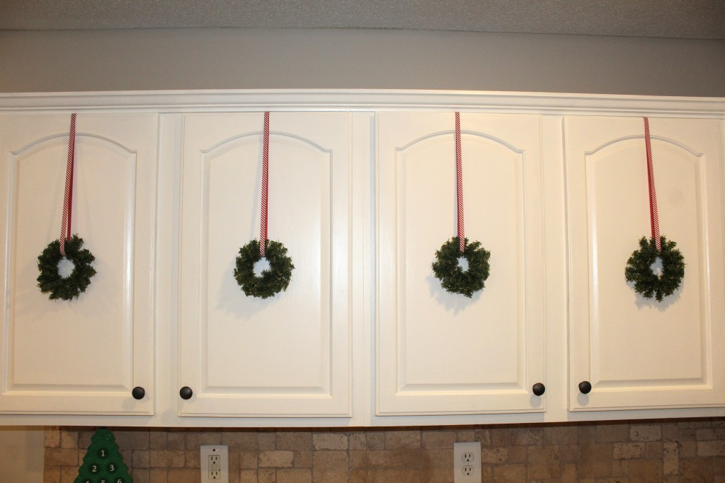 DIY kitchen cabinet christmas wreath