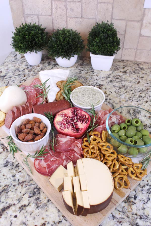 How to Build a Charcuterie Board That Wows